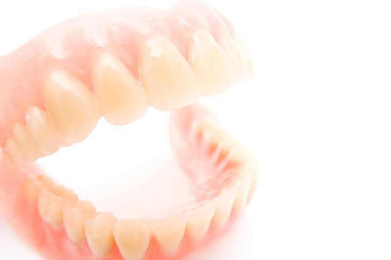 快適な入れ歯を提供します